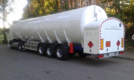 Cysterna do przewozu LNG wraz z ciągnikiem