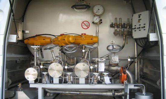 Zawory gazowe przy cysternie
